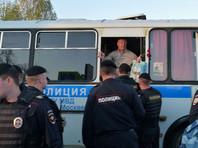 В числе задержанных на несогласованном мероприятии в центре города, как просто протестующие, так и незарегистрированные кандидаты, которых стали забирать в полицию до начала акции