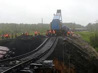 Всего железнодорожный состав насчитывал 54 вагона. В результате инцидента никто не пострадал, повреждены железнодорожные пути, проезд закрыт. Сообщалось о задержке как минимум 14 поездов