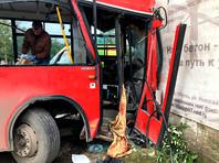 По предварительной информации, автобус врезался в стену из-за технической неисправности