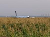 Вынужденное приземление самолета произошло на кукурузном поле между ближним и дальним маяком системы посадки аэродрома на удалении более одного километра от ВПП