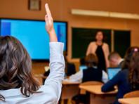 Российских школьников и учителей с нового учебного года попросят сдавать мобильники на время уроков