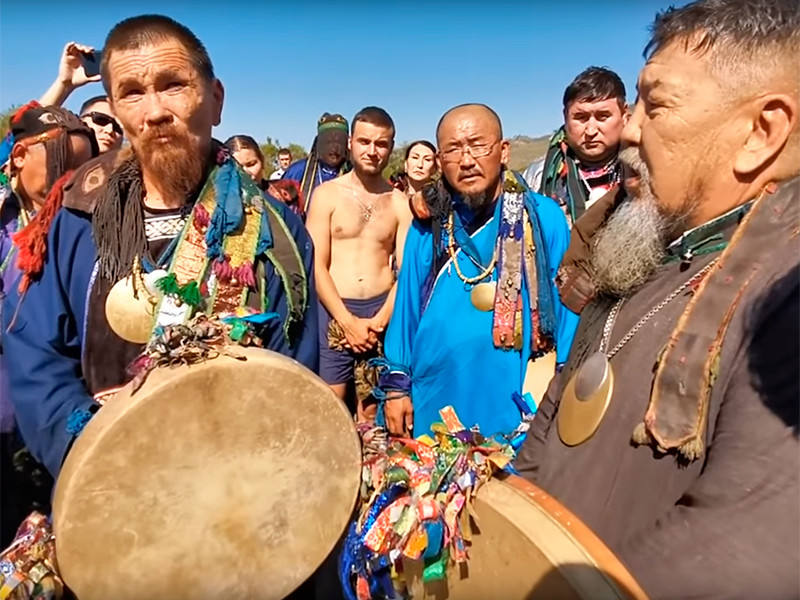 Одетые в национальные костюмы мужчины встретили Габышева 28 августа на границе Улан-Удэ и настойчиво призывали его прекратить свой поход