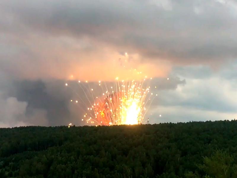 На территории воинской части в Красноярском крае произошел пожар и начали греметь взрывы