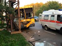 Водитель автобуса врезался в трубопровод в Удмуртии, 20 пострадавши