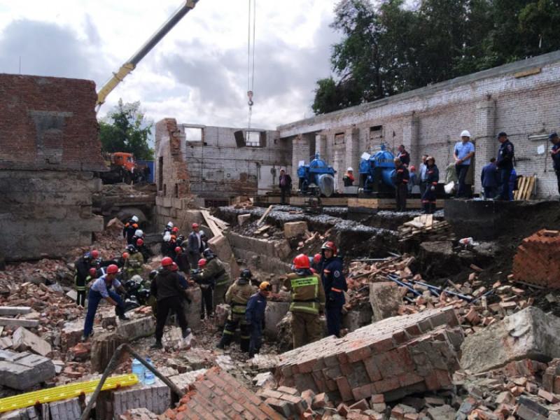 В Новосибирске при проведении работ по реконструкции здания на улице Ударной произошло обрушение стены и перекрытий