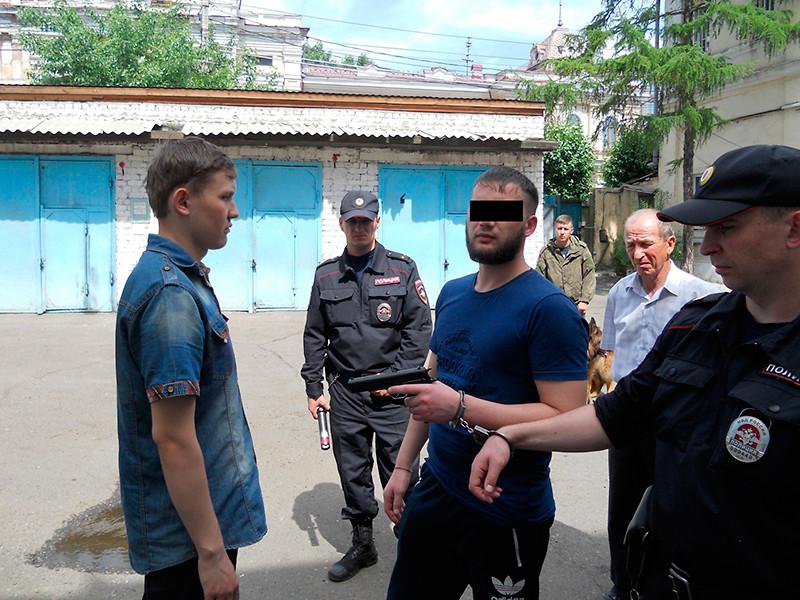 В Забайкальском крае передано в суд уголовное дело, возбужденное в отношении начальника пункта полиции, который убил из табельного пистолета супруга своей любовницы, сообщает официальный сайт краевого управления СК РФ