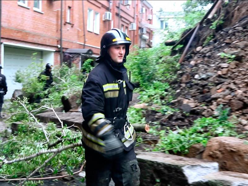 Власти Владивостока ввели в городе режим чрезвычайной ситуации из-за ливней, которые нанесли серьезный ущерб городской инфраструктуре
