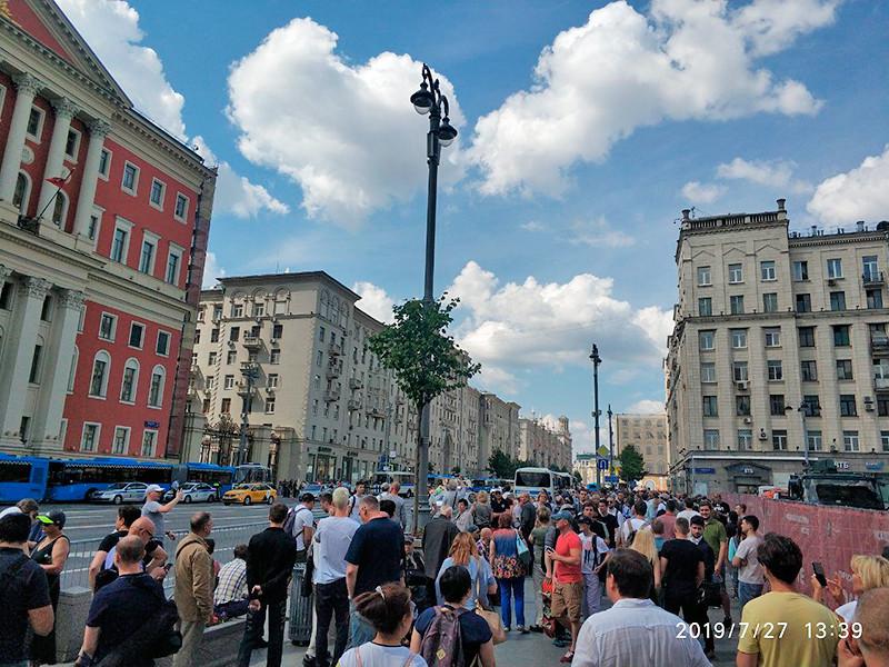 Двое обвиняемых в нападении на силовиков на акции протеста 27 июля признали вину