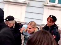 """Любовь Соболь задержали по административной статье о митингах, в студии """"Навальный Live"""" прошла облава ОМОНа"""