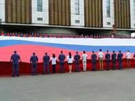 Российскому флагу 350 лет: россияне очень им гордятся, но цвета путают до сих пор. А с гимном вообще провал