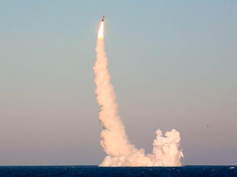 """Российские подлодки запустили баллистические ракеты """"Булава"""" и """"Синева"""", способные преодолевать системы ПРО"""