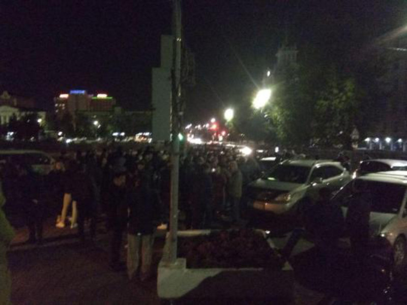 """В столице Бурятии второй день идут протесты против задержания сторонников шамана-""""экзорциста"""" и итогов выборов"""
