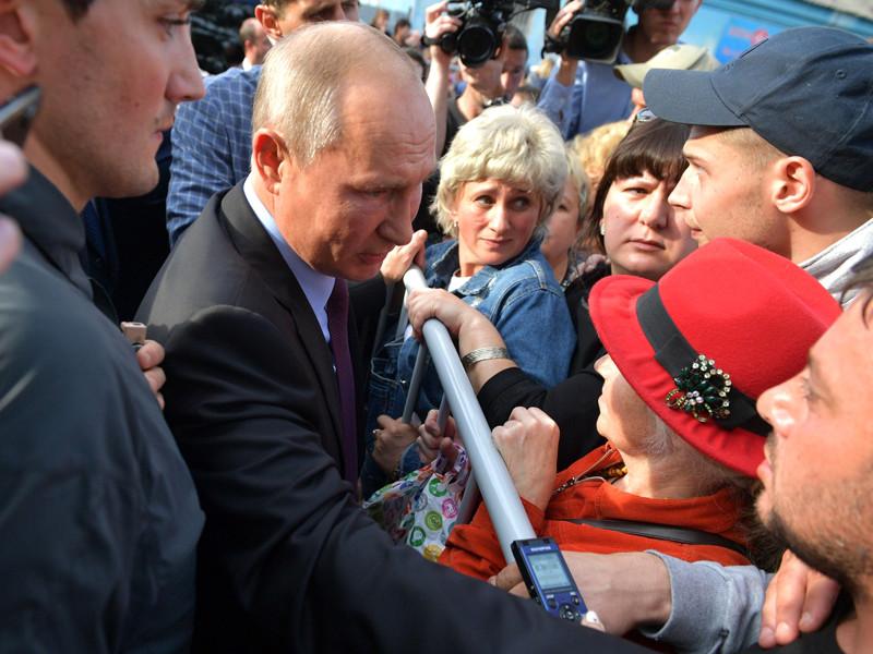 Жители затопленного города Тулун в Иркутской области, куда в понедельник, 2 сентября, прилетел президент России Владимир Путин, заявили об отказах в компенсациях жителям верхних этажей пострадавших домов