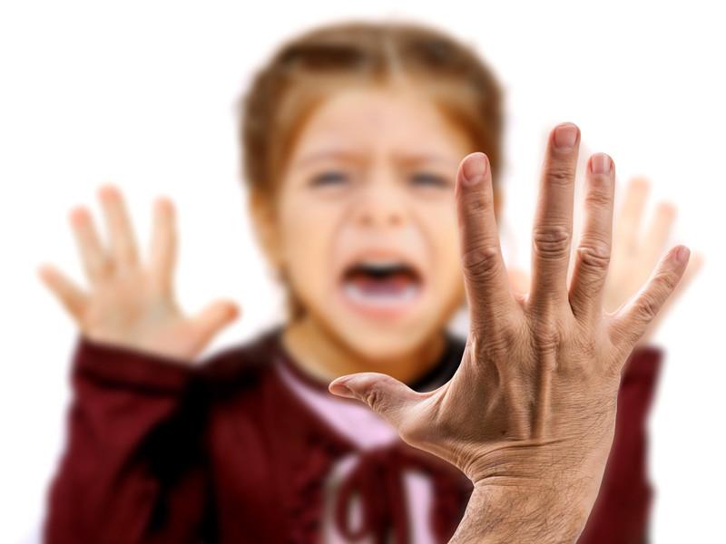 Больше 80% преступлений против детей в РФ совершается в семьях, но даже настоящие изуверы редко получают реальные сроки