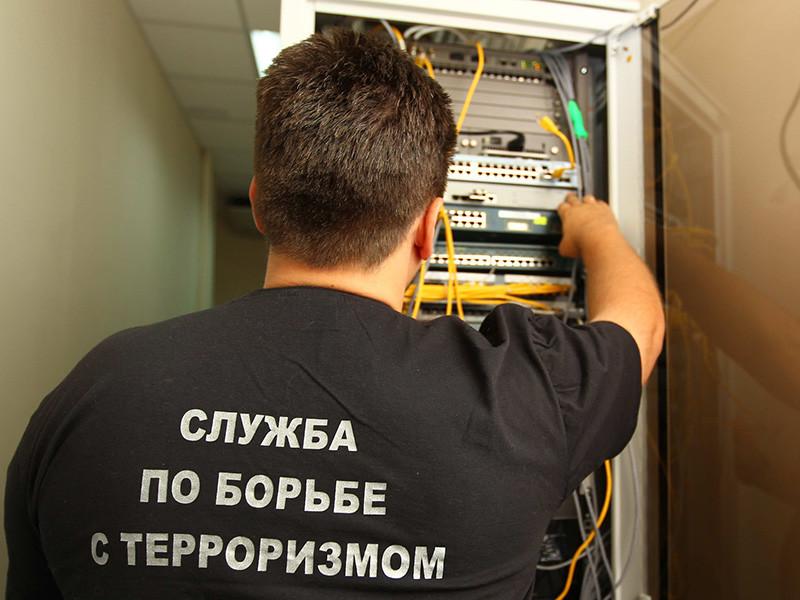 Роскомнадзор и ФСБ впервые после истории с Telegram намерены добиться блокировки двух защищенных сервисов по обмену сообщениями. По их данным, с этих сервисов приходили массовые ложные сообщения о терактах