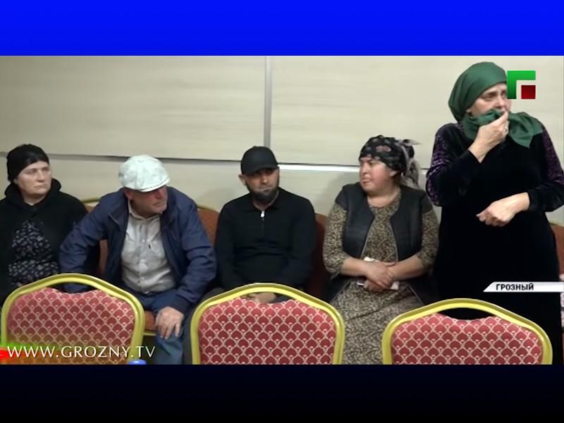 Женщины 20 лет назад переехали в Дагестан и теперь пожаловались Кадырову, что проживают в плохих условиях и им якобы некому помочь