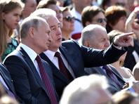 Путин, в отличие от украинского коллеги, не встречал вернувшихся в аэропорту. Вместо этого он участвовал в праздновании Дня города на ВДНХ