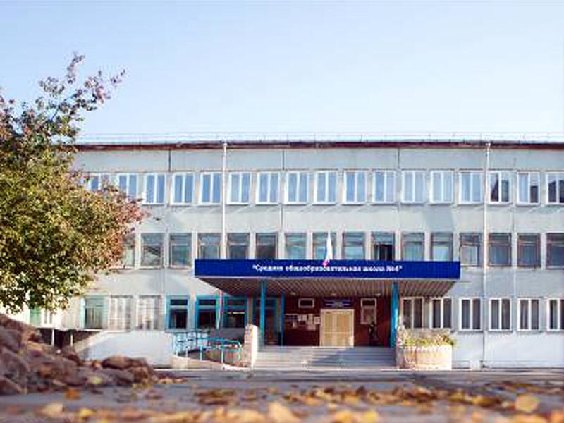 В Красноярском крае СКР проводит проверку по факту травли четвероклассника школьной администрацией: из-за прически с хвостиком его сравнили с нацистом