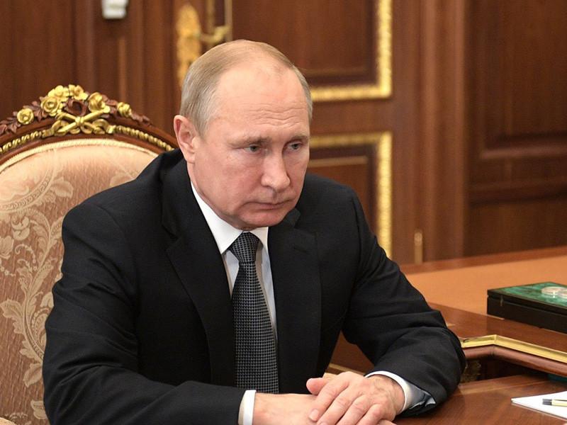 Президент России Владимир Путин освободил от занимаемых должностей почти 30 высших должностных лиц в правоохранительных органах страны и произвел новые назначения