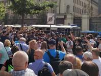 Конфликт между властью и оппозицией на почве выборов в Мосгордуму начался после весенних опросов, по итогам которых выяснилось, что провластные кандидаты проигрывают оппозиции во многих округах, включая центральные
