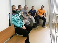 Если осужденные в соответствии с ней вернутся на родину после президентских указов об их помиловании, то подследственных по договоренности, достигнутой между сторонами, отправят на Украину и в Россию с копиями их уголовных дел, а за преступления осудят заочно