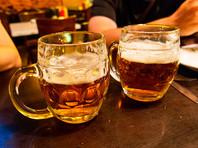 А мужчины - 900 мл пива крепостью 4,5%, сообщают эксперты ведомства