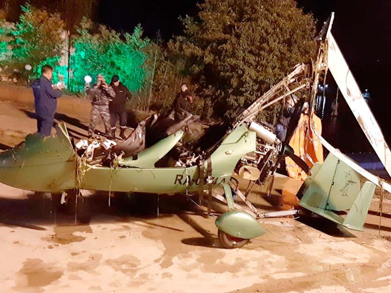Накануне вечером частный легкомоторный вертолет зацепился за линию электропередачи возле Долгопрудного и упал в Клязьминское водохранилище. 52-летний владелец воздушного судна и его 31-летний сын погибли