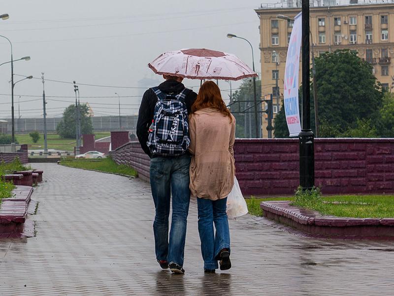 """Над Москвой нависла """"барическая пила"""": горожан в ближайшие дни ждет головная боль, стенокардия и общее недомогание"""