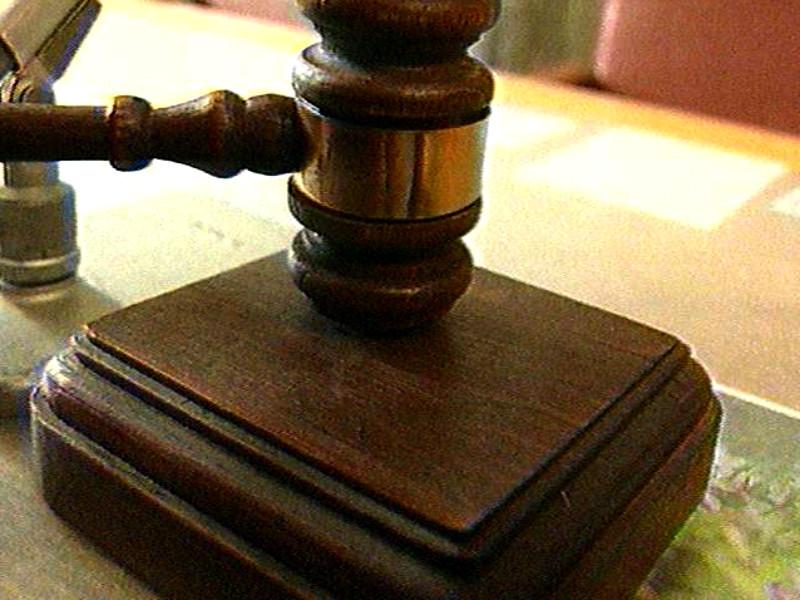 Петербургского экс-сотрудника ФСБ, обвиненного в изнасиловании карабином, приговорили к 4 годам колонии