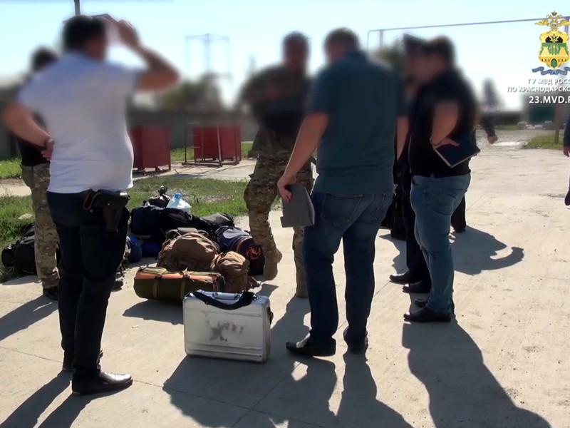 """Предпринята попытка рейдерского захвата завода """"Кубанские деликатесы"""": неизвестные расстреляли охранников и забаррикадировались внутри"""