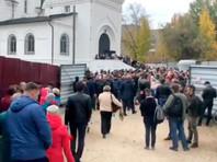 Тысячи жителей Саратова пришли проститься с убитой девятилетней Лизой Киселевой