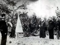 На братской могиле 214 детей, воспитанников детского дома, 1943 год