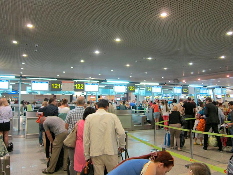 Возобновление авиасообщения между РФ и курортами Шарм-эль-Шейха и Хургады откладывается