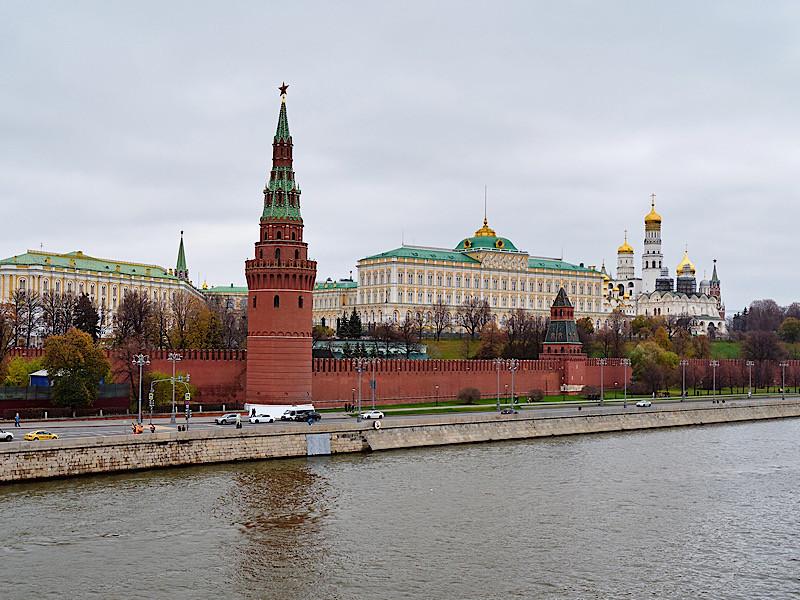 """Половина россиян (51%) считают, что партия власти должна периодически меняться, показало исследование ВЦИОМ и Института развития парламентаризма """"Прекрасная """"Единая Россия"""" будущего"""""""