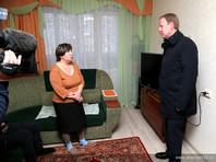 С Кадукиной встретился губернатор Алтайского края Виктор Томенко. Он поручил выделить из краевого бюджета 20-25 млн рублей на решение проблемы