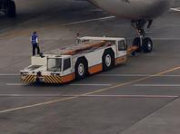 """""""При заруливании на стоянку для высадки пассажиров A-320, прилетевший из Минска, задел крылом другой самолет - A-321"""", - сказал источник. Все прибывшие пассажиры благополучно покинули борт, получивший незначительные повреждения"""