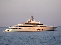 Девятипалубная Eclipse длиной 162,5 метра оценивается в 460 млн долларов. Яхта оснащена четырьмя прогулочными катерами, 20 водными скутерами, 12-местной подлодкой, площадками и ангарами для двух вертолетов