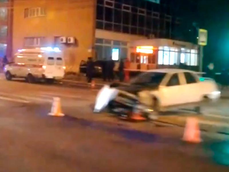 В Тамбове Nissan столкнулся с ВАЗ и вылетел на тротуар, где сбил группу пешеходов: один погиб, пятеро ранены (ФОТО)