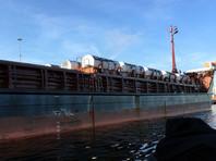 """Европейские экологические активисты зафиксировали погрузку """"урановых хвостов"""" на борт """"Михаила Дудина"""" в порту Амстердама 21 ноября, когда судно взяло на борт 80 контейнеров с обедненным гексафторидом урана"""