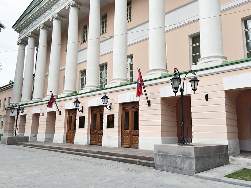 В Мосгордуме 29 ноября должен был состояться круглый стол, где планировалось обсудить конфискацию денег и имущества у участников акций протеста. Утром стало известно, что заявку на мероприятие отозвали