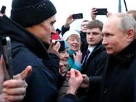 Путин на открытии памятника Гранину призвал петербуржца не зацикливаться на теме Украины