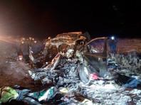Под Оренбургом минивэн столкнулся с фурой: шестеро погибших (ВИДЕО)