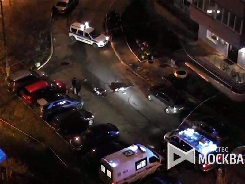 Неизвестный расстрелял двух мужчин на западе Москвы, оба они скончались