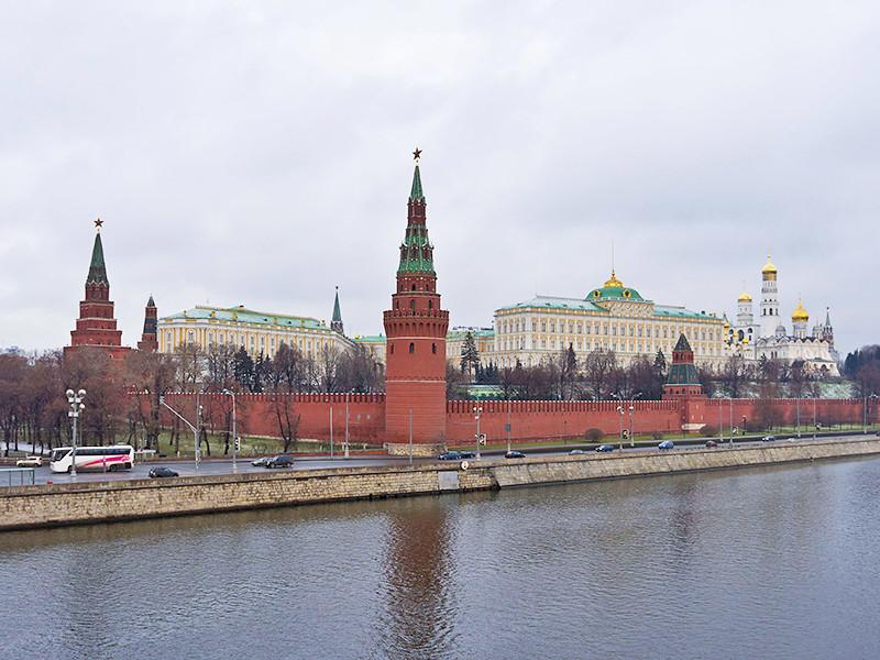 Прокремлевские политологи порекомендовали властям быть добрее и не нервировать россиян запретами