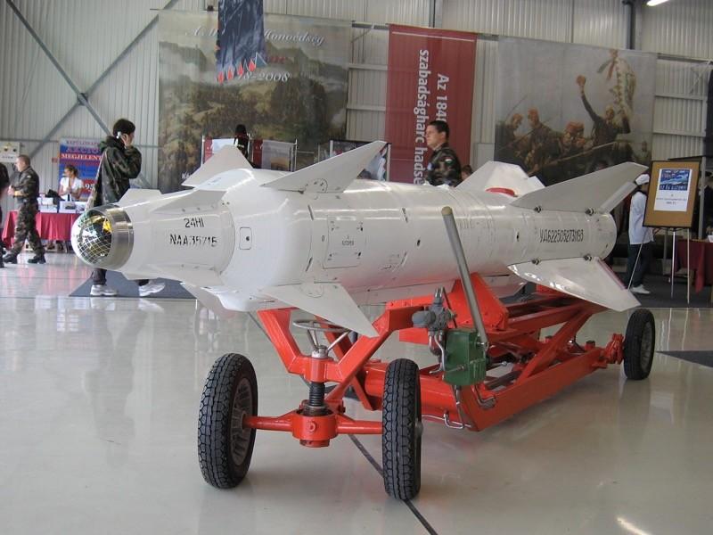 Крымский гарнизонный военный суд частично удовлетворил иск Минобороны РФ к военнослужащим Николаю Звереву и Алексею Чебанову, которые в 2017 году случайно запустили авиационную управляемую ракету Х-29ТД в ангаре своей части на аэродроме в Саках