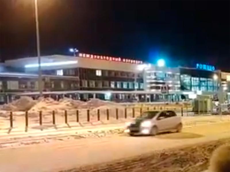 """Пассажирский самолет Superjet 100 авиакомпании """"Ямал"""", у которого возникли проблемы с двигателем, приземлился в аэропорту """"Рощино"""" в Тюмени"""