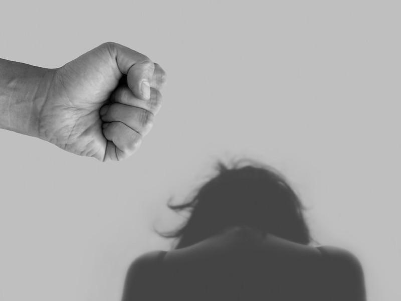 """Минюст России считает, что домашнее насилие не является серьезной проблемой в стране, а """"масштабы его дискриминационного воздействия на женщин достаточно преувеличены"""""""
