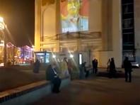 """В Москве на фасадах домов появились проекции Сталина с угрозой """"вернуться"""" (ВИДЕО)"""