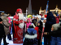 Также ВЦИОМ спросил у родителей, верят ли их дети в Деда Мороза. Половина опрошенных респондентов, имеющих детей, полагают, что их дети верят в его существование (63%)