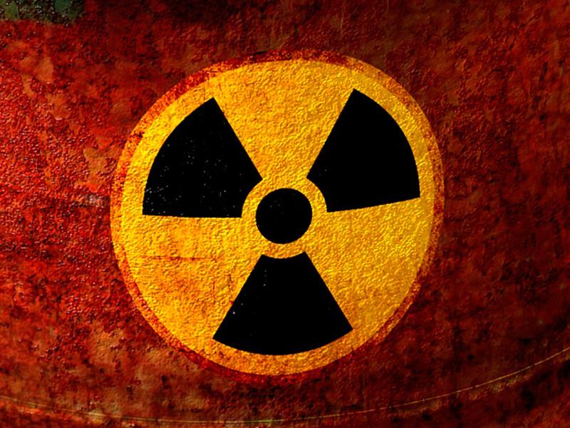 Greenpeace обнаружил подозрительные не охраняемые бочки со значками радиации в Костромской области
